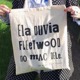 Ela ouvia Fleetwood no mac dele